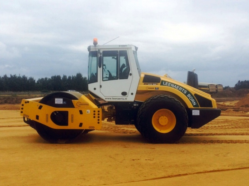 Wals Bomag BW 213 DH-4I BVC zelfrijdende wals